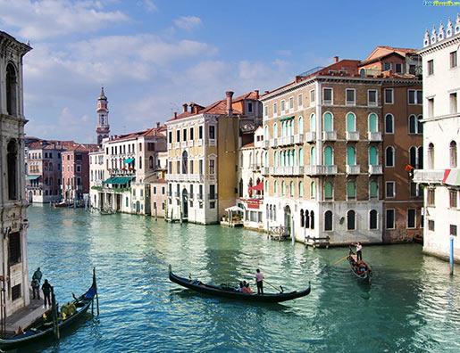 AXA IM - Real Assets приобретает флагманский магазин в Италии